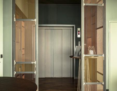 030_DE_Brown-Fahrstuhl