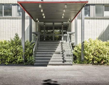 030_DE_Cathy-Eingang