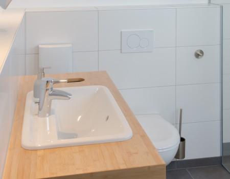 010_DE_Foster-Sanitäreinrichtung