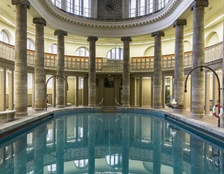 Schwimmbecken 2